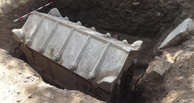 A Roman sarcophagus recently discovered in Turkey's Hisardere district, five kilometers northeast of İznik.  DHA photo.